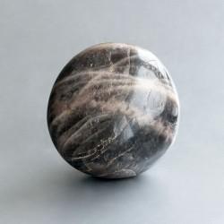 Zwarte Maansteen knuffelsteen 04